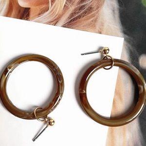 Jewelry - Maude Resin Hoop Earrings in Cocoa